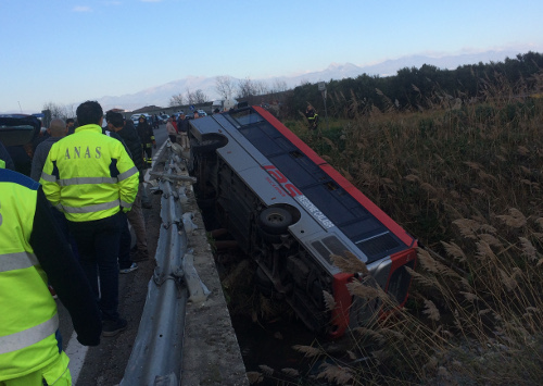 Incidente sulla 106. Un morto e due feriti
