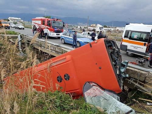 Corigliano, autobus esce fuori strada: muore giovane 20enne