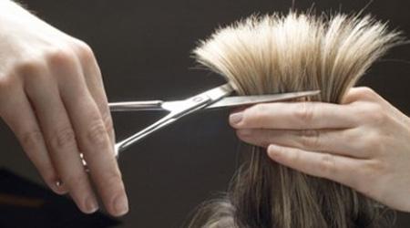 Parrucchiere abusivo scoperto a Cosenza: chiusa attività in nero